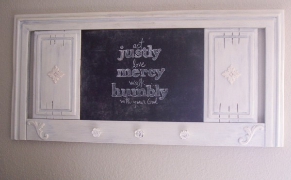 repurposed headboard to chalkboard