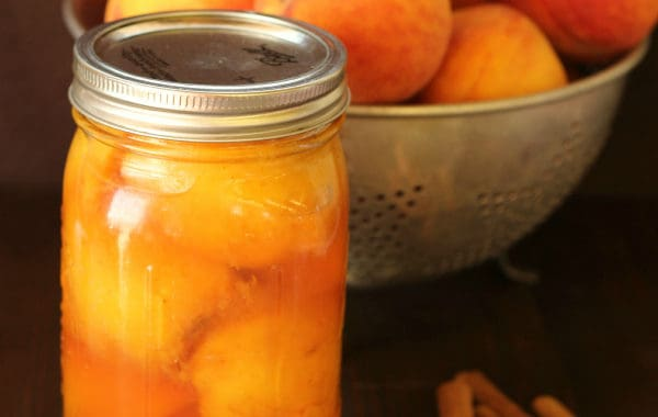 Canning Peaches with Honey and Cinnamon