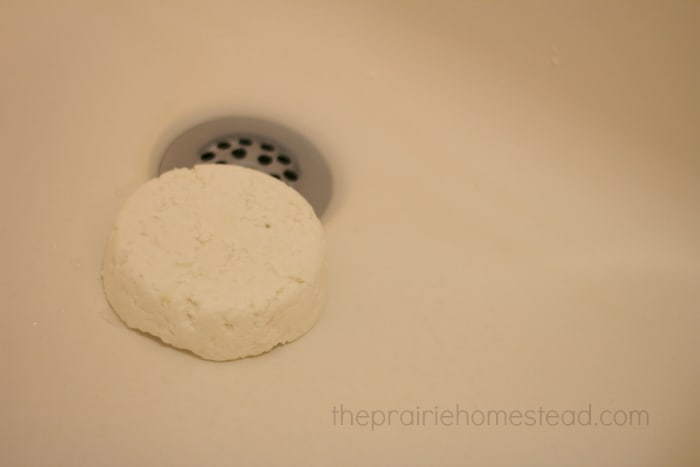 homemade DIY bathtub and shower cleaner