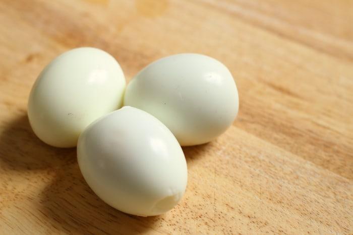 how to peel fresh boiled eggs