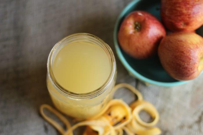 как приготовить домашний яблочный уксус из кусочков фруктов и кожуры