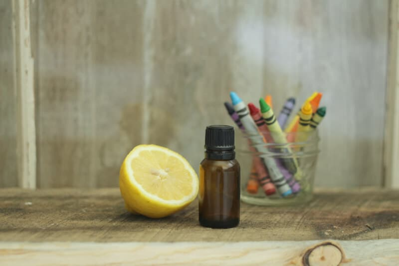 Top 10 Essential Oil Cleaning Recipes: goo and sticker remover recipe