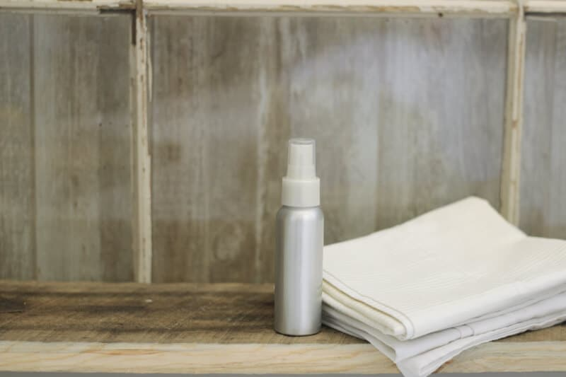 Top 10 Essential Oil Cleaning Recipes: diy linen spray