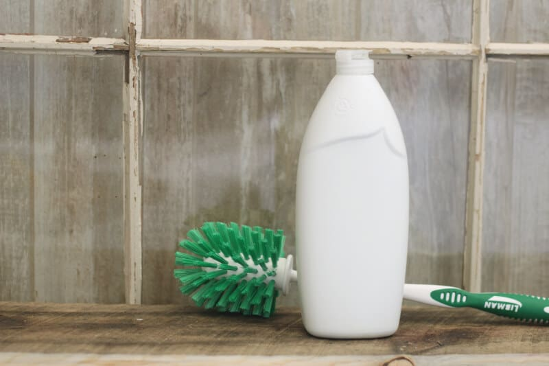 Top 10 Essential Oil Cleaning Recipes: diy essential oil toilet cleaner