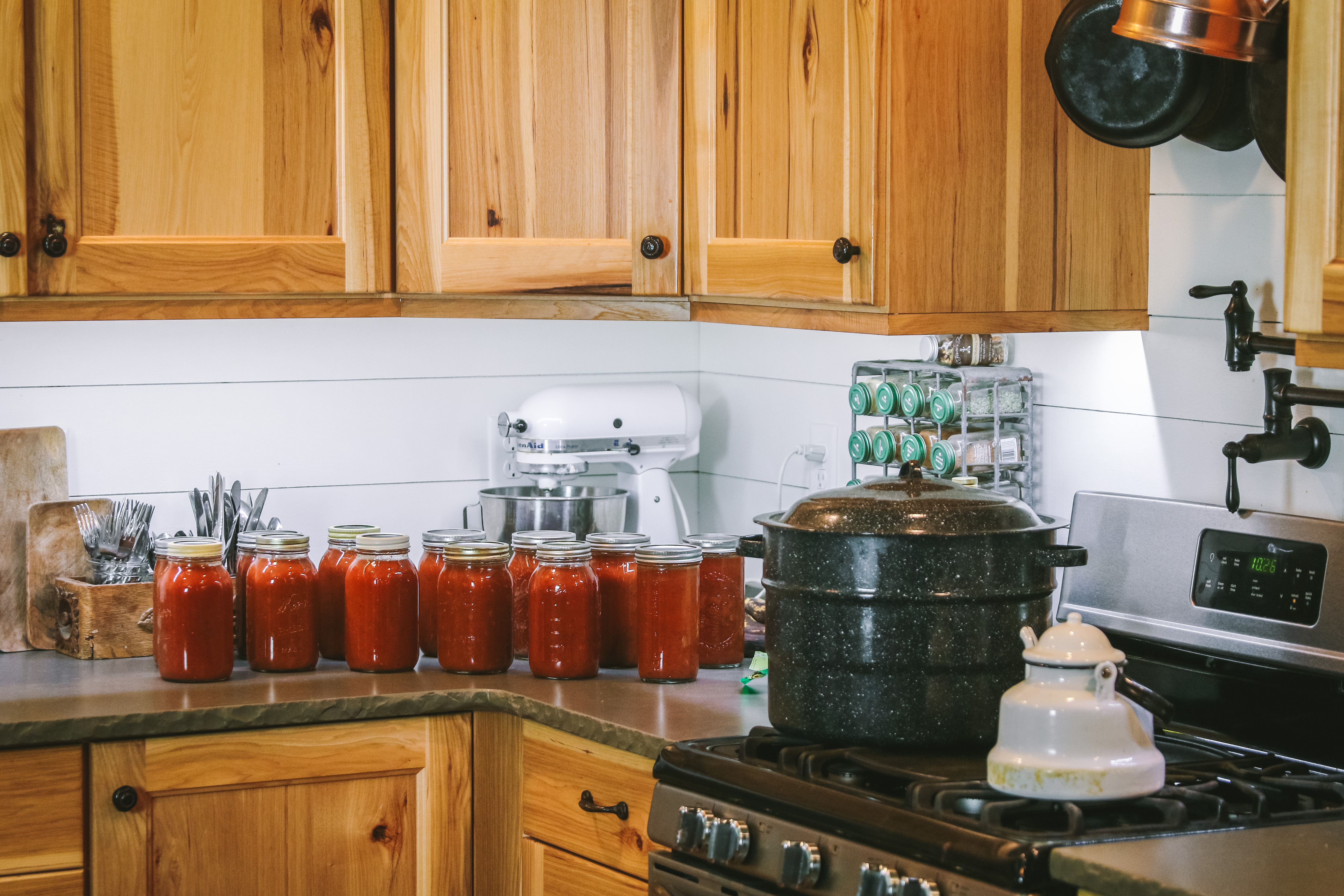 canning tomatoes safely